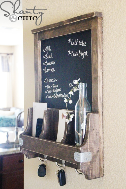 Another Great Organization DIY – Chalkboard with Key Hooks