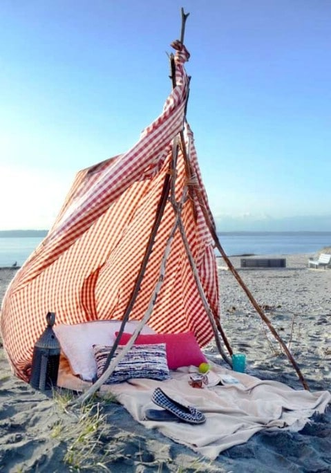 DIY Build Your own Beach Tent - 35 Summery DIY Projects And Activities For The Best Summer Ever