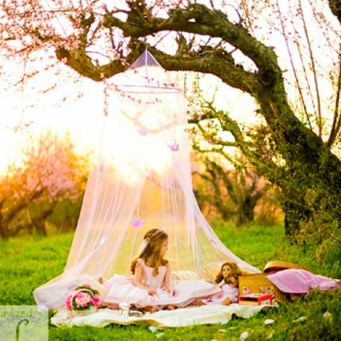 DIY Backyard Tent for Little Girls - 35 Summery DIY Projects And Activities For The Best Summer Ever