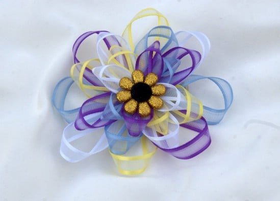 Colorful Loop Bow - 30 Fabulous and Easy to Make DIY Hair Bows