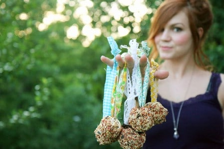 Summery Birdfeeders - 23 DIY Birdfeeders That Will Fill Your Garden With Birds