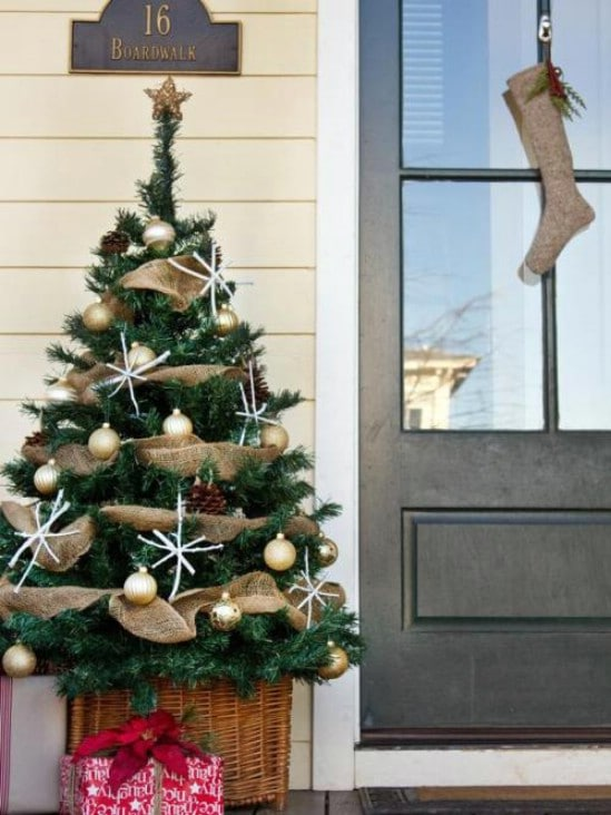source hgtv decorate a tree 60 beautifully festive ways to decorate your porch for christmas