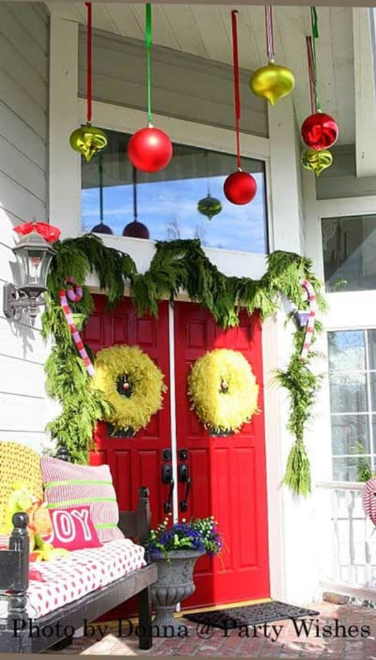 60 beautifully festive ways to decorate your porch for christmas the grinch 60 beautifully festive ways to decorate your porch for christmas solutioingenieria Choice Image
