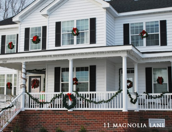 source 11magnolialane decorate steps 60 beautifully festive ways to decorate your porch for christmas - Christmas Porch Railing Decorations