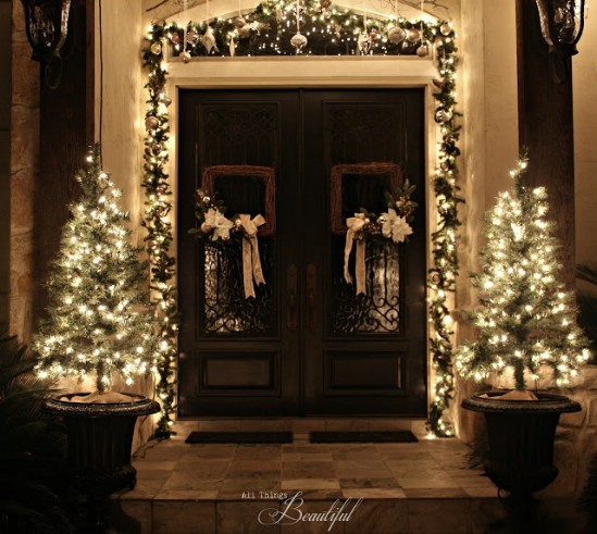60 Beautifully Festive Ways to Decorate Your Porch for Christmas - Page 4 of 6 - DIY u0026 Crafts