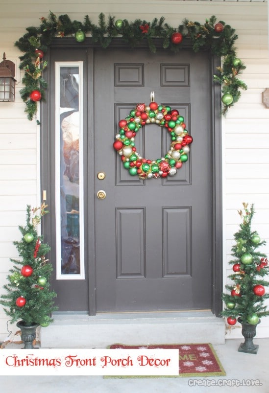 source createcraftlove lots of red and green 60 beautifully festive ways to decorate your porch for christmas