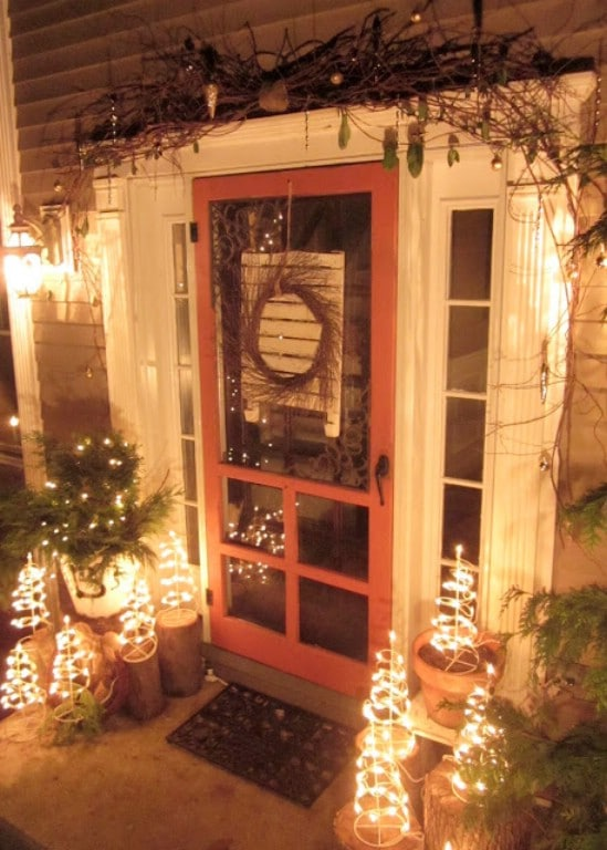 source downtoearth traditional country christmas 60 beautifully festive ways to decorate your porch for christmas - Decorating Porch For Christmas Country