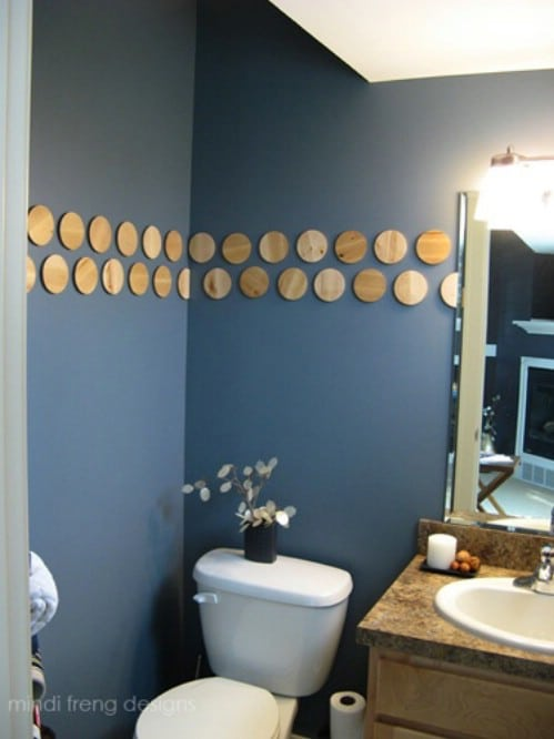 Wood Slice Bathroom Wall Décor - 40 Rustic Home Decor Ideas You Can Build Yourself