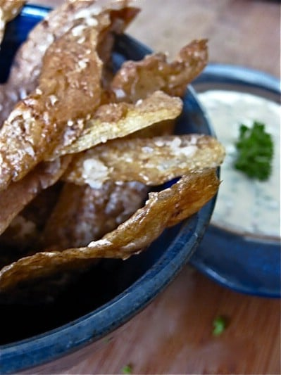 Make Homemade Potato Crisps< - 20 Surprising Uses for Leftover Fruit and Vegetable Peels