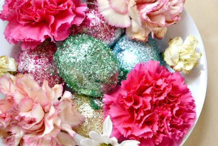 Glittery Flower and Egg Centerpiece - 40 Beautiful DIY Easter Centerpieces to Dress Up Your Dinner Table