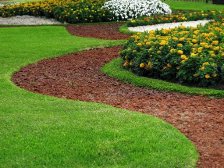 Mow The Lawn - 150 Remarkable Projects and Ideas to Improve Your Home's Curb Appeal