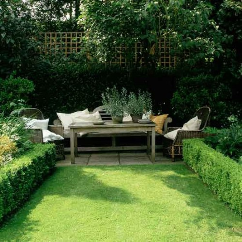 40 genius space savvy small garden ideas and solutions for Small garden plans uk