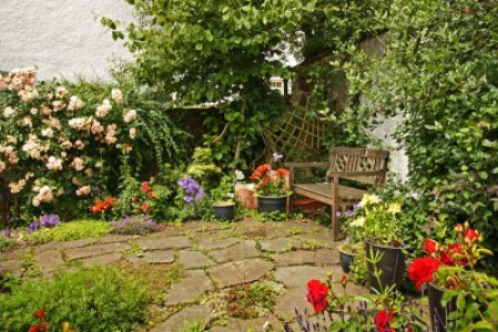 Create Small Flower Gardens - 150 Remarkable Projects and Ideas to Improve Your Home's Curb Appeal