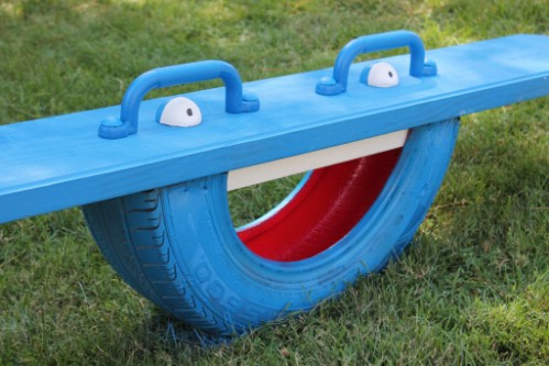 20 genius ways to repurpose old tires into something new and diy instructions and project credit myfixituplife a tire totter solutioingenieria Gallery