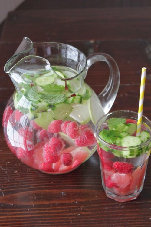 20 delicious detox waters to cleanse your body and burn for Cocktail detox