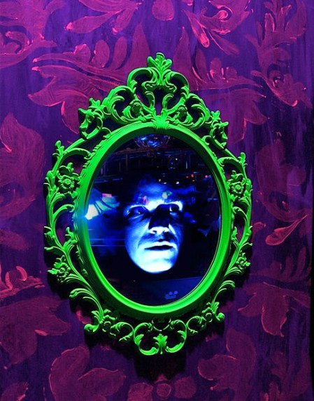 the mischievous magic mirror - Scary Diy Halloween Decorations