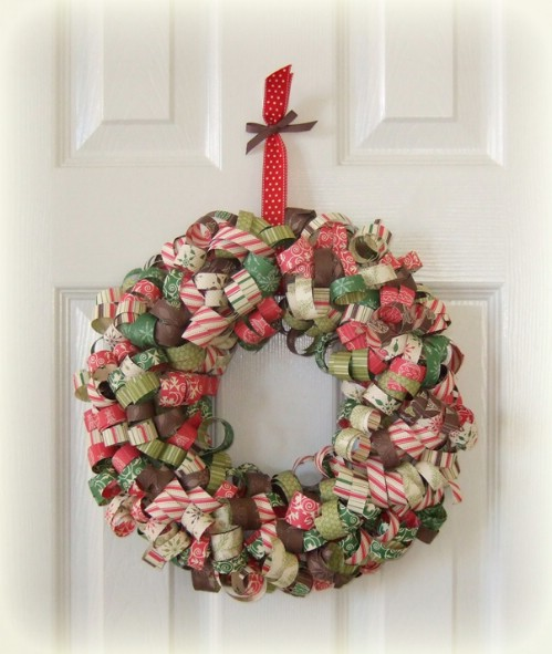 33 festive christmas wreaths you can easily diy diy crafts curly paper strips solutioingenieria Gallery