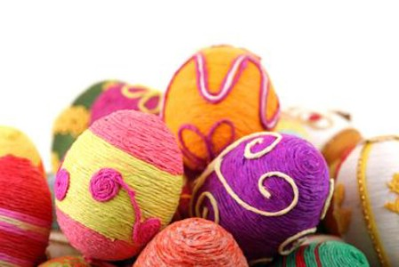 Decorating eggs with string