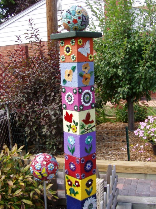 Totem Sculpture - 17 Creative Ways to Use Concrete Blocks in Your Home