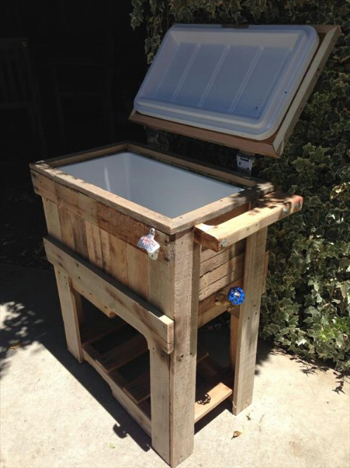 Pallet cooler - 50 Decorative Rustic Storage Projects For a Beautifully Organized Home