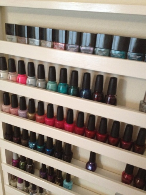 21 diy makeup organizing solutions thatll change your whole beauty nail polish rack solutioingenieria Choice Image