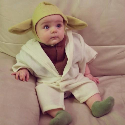 21 frighteningly adorable diy halloween costumes for babies diy yoda solutioingenieria Images
