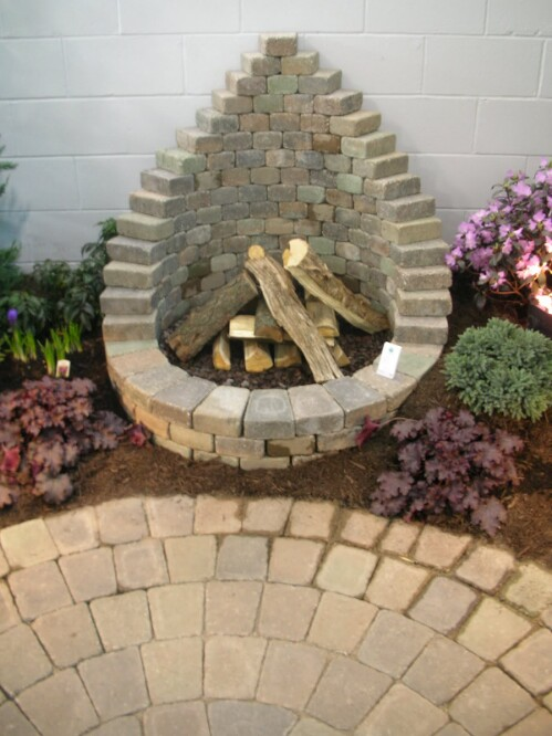 20 incredibly creative ways to reuse old bricks diy crafts 18 easy fire pit solutioingenieria Image collections