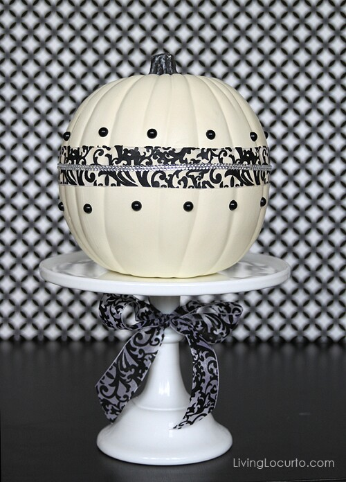 67. Black & White Centerpiece