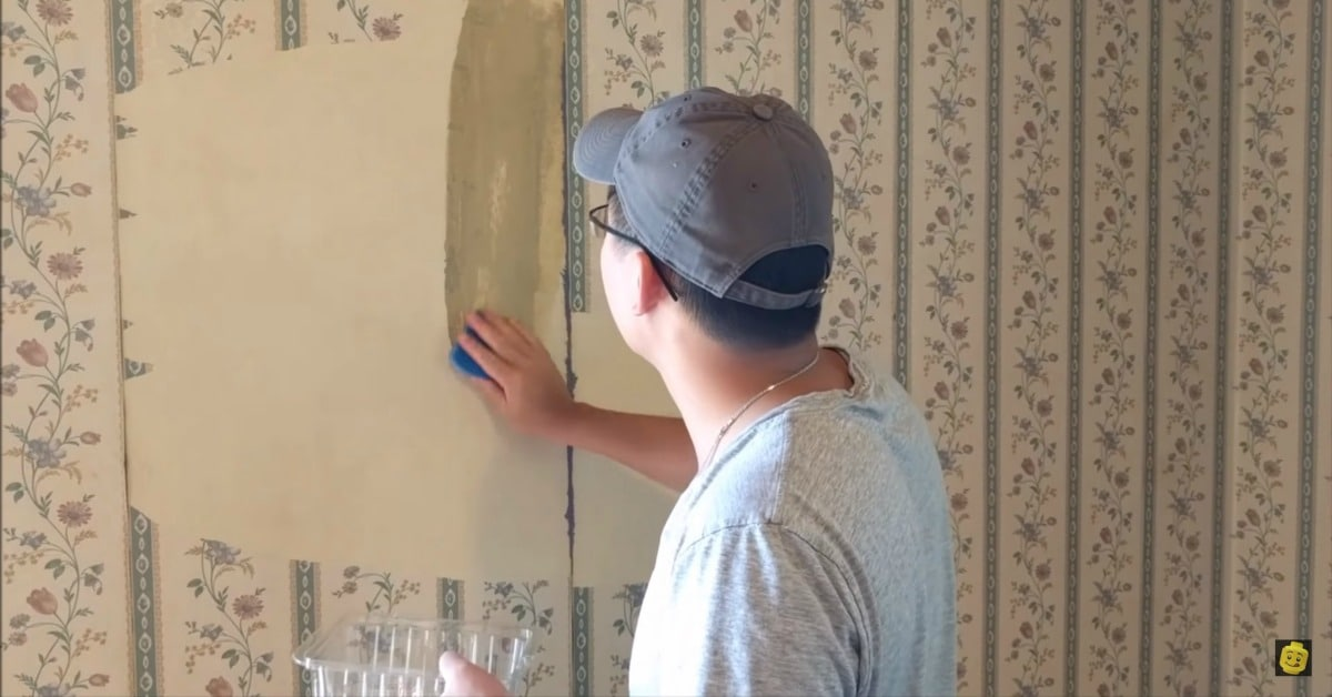 How To Remove Old Wallpaper Using Nothing But Hot Water