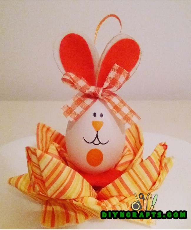 Image steps to create the Easter flower decoration: