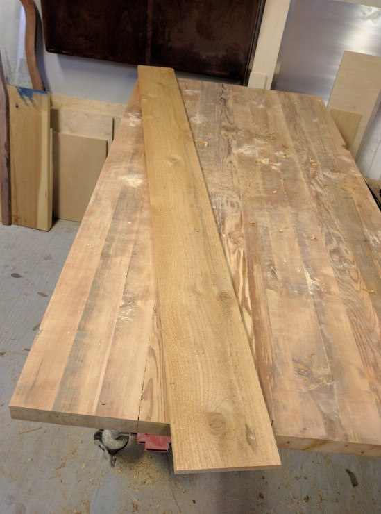 Steps on How to Create a Gorgeously Rustic Wooden Wine Bath Tray