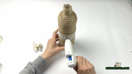 Decorating the bottle.