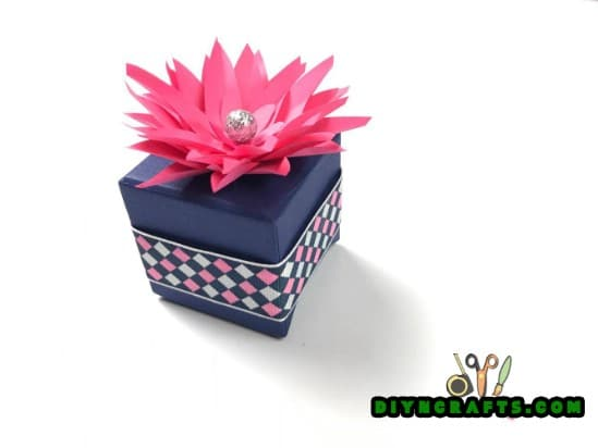 Finished decorative paper gift box topper.