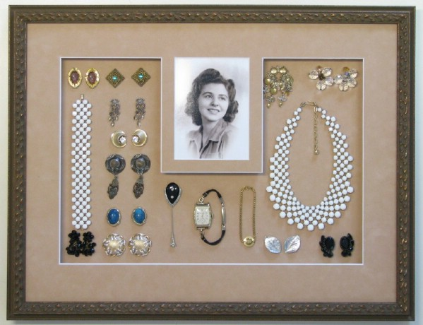 Lovely DIY Vintage Jewelry Wreath