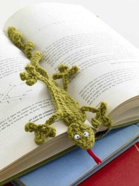 Adorable Crochet Gecko Bookmark