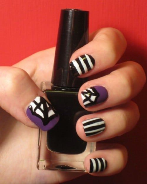 40 frightening and fun halloween nail art designs you can do diy beetlejuice nails solutioingenieria Images