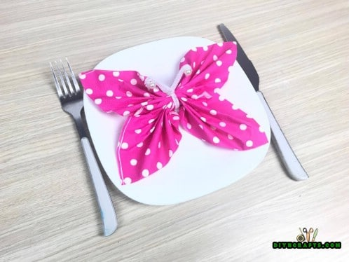Butterfly Napkin - 5 Creative and Mind-Blowing Napkin-Folding Tricks in Under 4 Minutes