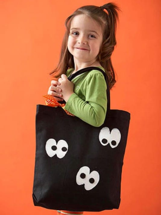 Easy DIY Googly Eye Trick-Or-Treat Bag