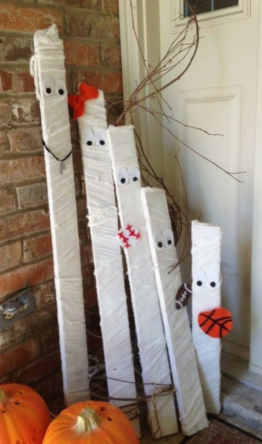 Reclaimed Wooden Stake Mummies - 25 Fantastic Reclaimed Wood Halloween Decorations For Your Home And Garden