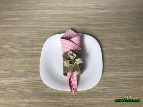 Napkin Ring- 4 Fun and Decorative Paper Roll Crafts You Can Make in 3 Minutes