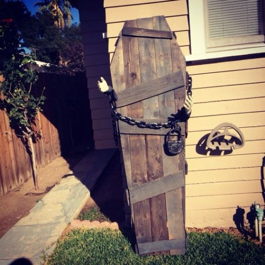 Frightening Upcycled Pallet Coffin - 25 Fantastic Reclaimed Wood Halloween Decorations For Your Home And Garden