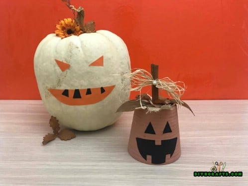 Tutorial Photos - How to Make This Cute DIY Halloween Decoration In Just 2 Minutes