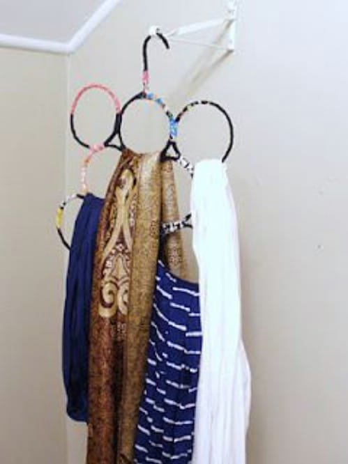 16 amazing things you can diy from repurposed hangers diy crafts repurposed wire hanger scarf organizer solutioingenieria Images