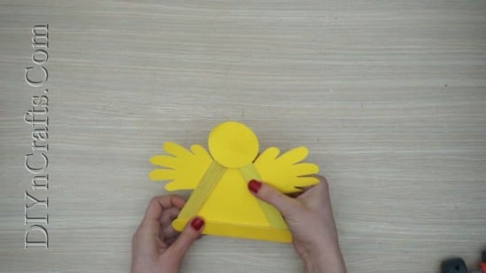 Easter Chick 2 - 5 Easy DIY Easter Projects You Can Make With Ordinary Craft Sticks