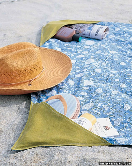DIY Beach Blanket With Pockets