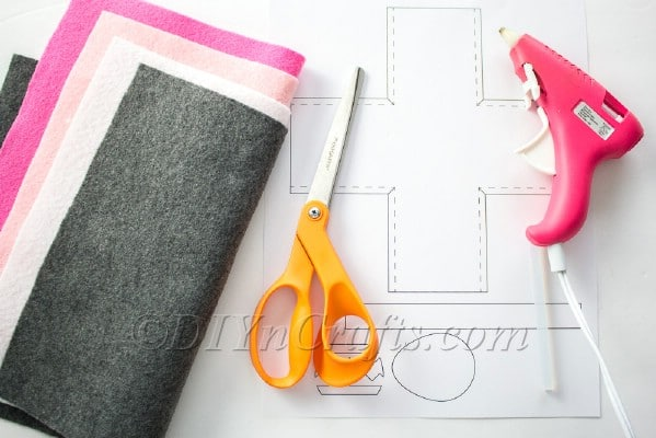 Materials used for the no sew Easter basket project!