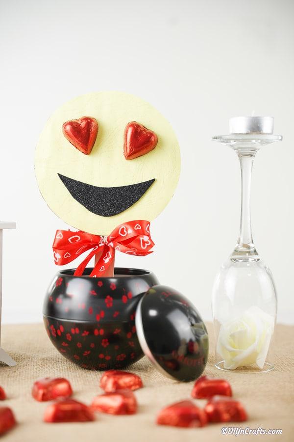 Smiley decoration in black vase